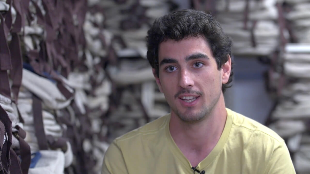 fotograma video entrevista carlos sandoval